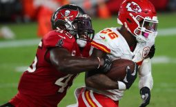 Nov 29, 2020; Tampa, Florida, USA; Kansas City Chiefs running back Le'Veon Bell (26) runs the ball against Tampa Bay Buccaneers inside linebacker Devin White (45) during the first half at Raymond James Stadium. Mandatory Credit: Kim Klement-USA TODAY Sports