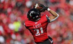 Oct 16, 2021; Cincinnati, Ohio, USA; Cincinnati Bearcats wide receiver Tyler Scott (21) catches a pass against the UCF Knights in the first half at Nippert Stadium. Mandatory Credit: Katie Stratman-USA TODAY Sports